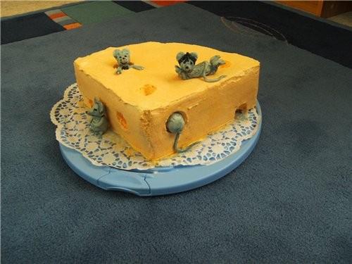 Ну продолжим мышинно-сырную тему: Вообще-то изначaльно было задоманно покрыть торт мастикой, но в е...