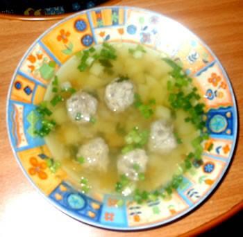 Сегодня готовила суп с фрикадельками и картошечку с лисичками и квашенной капусткой