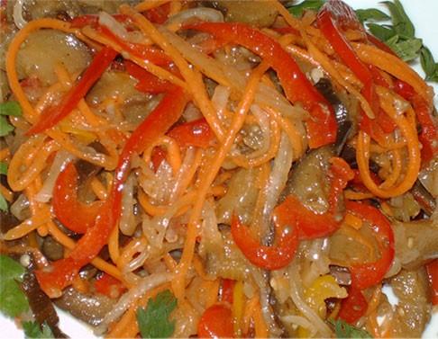 Салат из баклажанов и свежих овощей