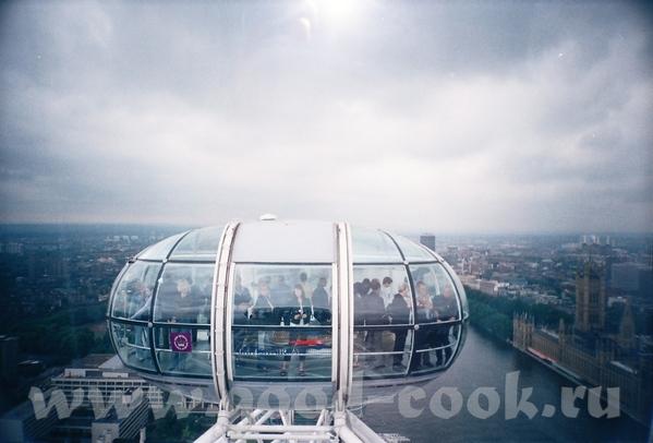 """естественно, следующим этапом был """"полет"""" на London Eye загрузились мы в такую вот кабинку и """"полет... - 2"""