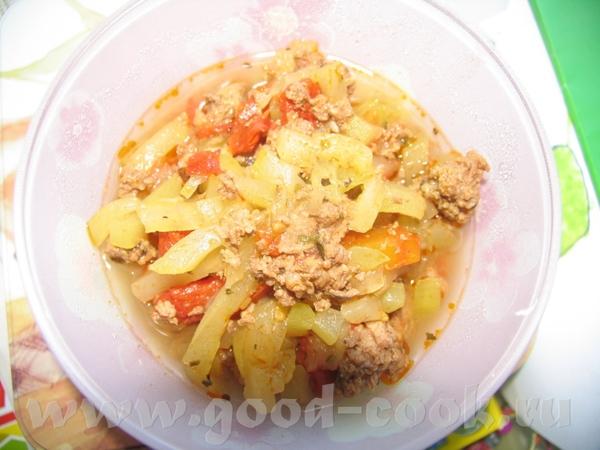 Мясо с кабачками около 500г говяжьего фарша залила соусом (1 ч