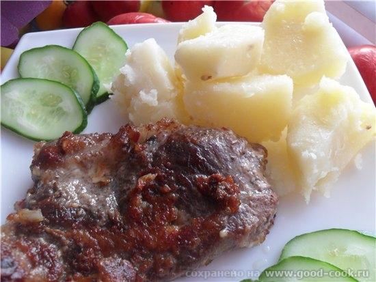 Чесночная свинина с отварным картофелем в этот раз делала из шейной свинины, и добавила мелко нарезанный красный жгучи...