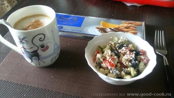 салат типа греческий с творогом