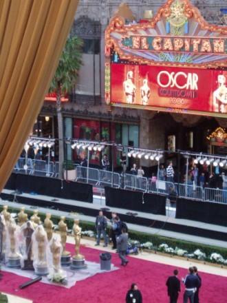 Еще видов на красную дорожку Посмотрите на этих Оскаров,величиной с человеческий рост Так же видно... - 3