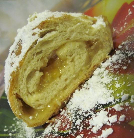 Рулет с лимонной начинкой Дрожжевое тесто, а начинка: 1 лимон прокрутить через мясорубку+сахар (по...
