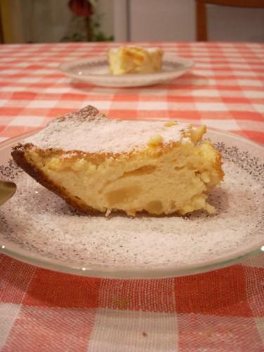 Пышный творожный пирог с вишней
