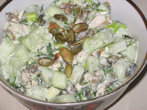 Салат из тунца с помидорами от