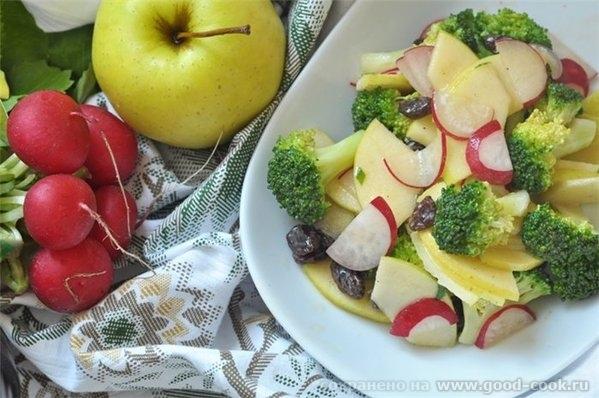 Салат из брокколи с редисом, яблоком и изюмом Брокколи разобрать на соцветия и отварить на пару