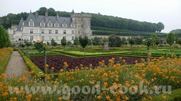 И виды со стороны сада: Это из музыкального сада: Овощной сад на самом деле был из зеленого и красн... - 4