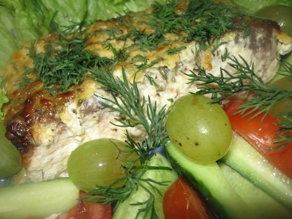 КАРП, ЗАПЕЧЕННЫЙ ПОД ОГУРЕЧНЫМ СОУСОМ Сочная вкусная рыбка, готовится быстро