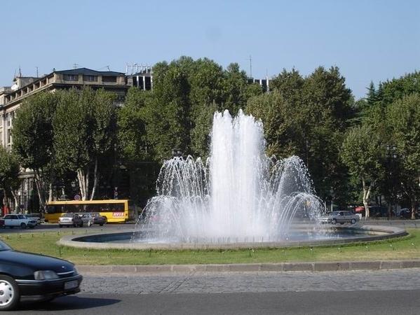 Немного ближе к фонтану
