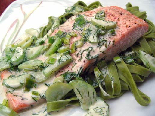 А еще недавно был опробован рецепт лосося с соусом из огурцов, котороый давала КЛюшечка на форуме у...
