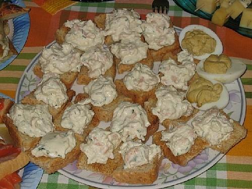 Тосты с соусом из креветок по рецепту Olja Шашлычки сырные с виноградом и шашлычки с моцареллой, по...