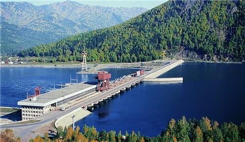 Ниже Саяно-Шушенской ГЭС расположен её контррегулятор — Майнская ГЭС мощностью 321 МВт, организацио... - 4