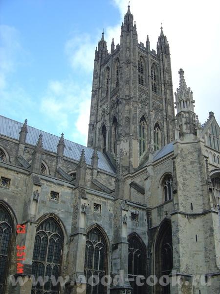в 16 веке Генрих VIII (парень с привычкой жениться, я о нем уже упоминала) заявил, что Томас Бекет... - 2