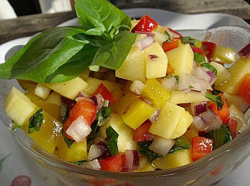 Сальса из манго 1 манго 2 перца 1 красная луковица мелко порезаная зелень, например: петрушка, кинз... - 2