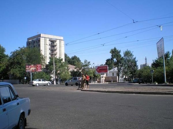 В Ташкенте на все углах арбузно-дынные горки - 2