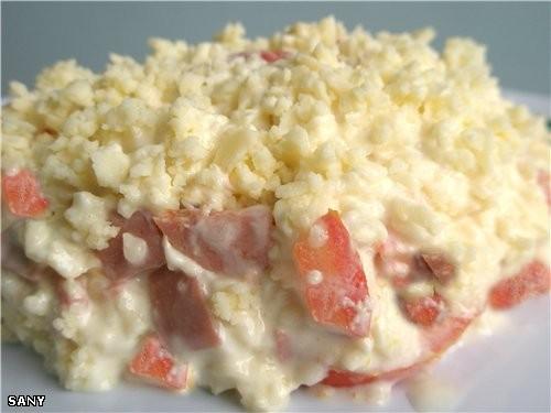 САЛАТ «ВИКИНГ» 3 помидора среднего размера 200-250 г копченой колбасы 300 г сыра 2 зубчика чеснока...