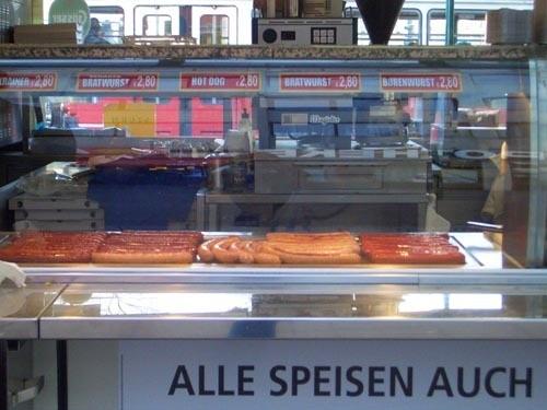 По всей Вене стоят такие палаточки с сосисками