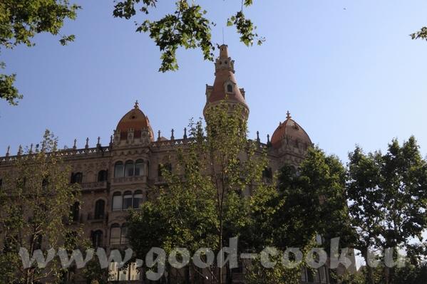 По приезду в Барселону мы прогулялись по проспекту Грасия