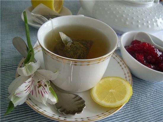 Сегодня у нас чайная церемония, угощаю вас зеленым чаем с лепестками цветов и брусничным джемом - 2