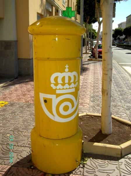 Вот такие почтовые ящики постоянно напоминают нам, что мы находимся на территории государства Испан...