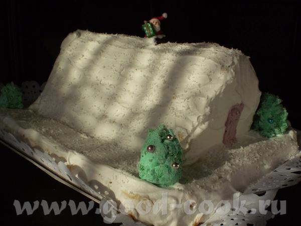 Принесла два Рождественских тортика