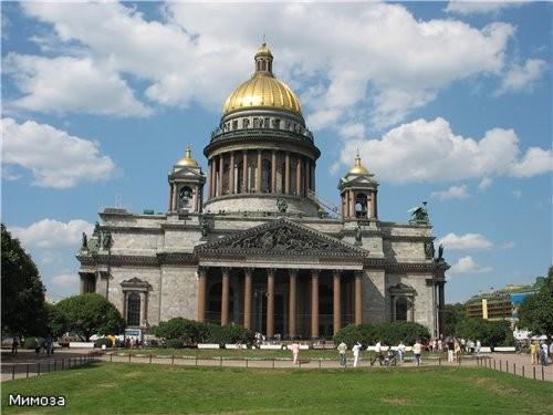 С Поцелуева моста открывается вид на Исаакиевский собор - главное творение великого Огюста Монферра...