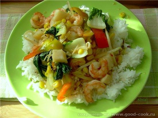 Соте из овощей с креветками в азиатском стиле