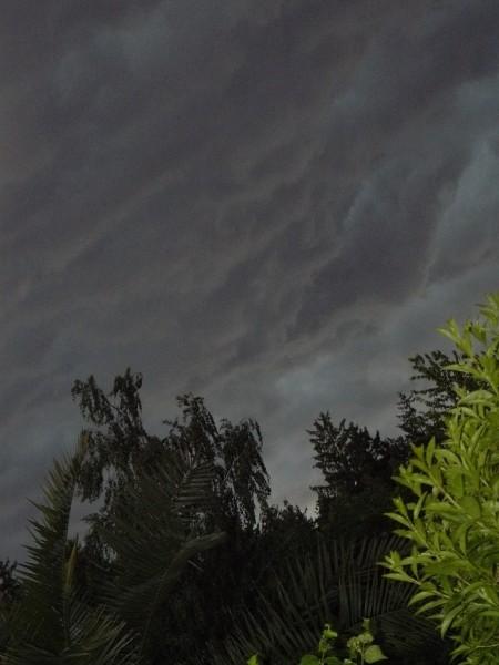 Ето у нас как-то гроза была, так небо поменялось буквально за 1 минуту - 3