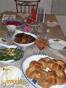 а ето наш ханукальныи ужин: латкес, медовая хала, салат из свёклы от SeraFima, гурииская капуста, с...