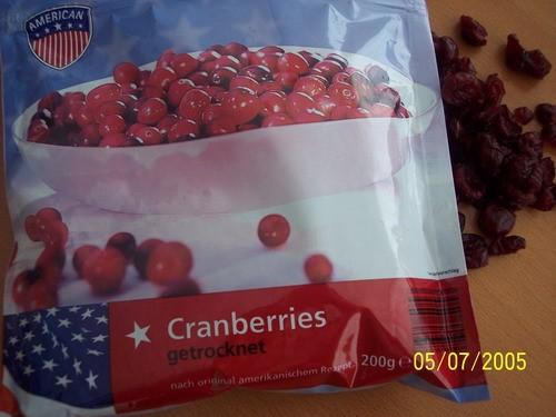 на пекла сегодня маффинов, вот из такой ягоды, незнаю, что за ягода сушоная, девочьки американки но...