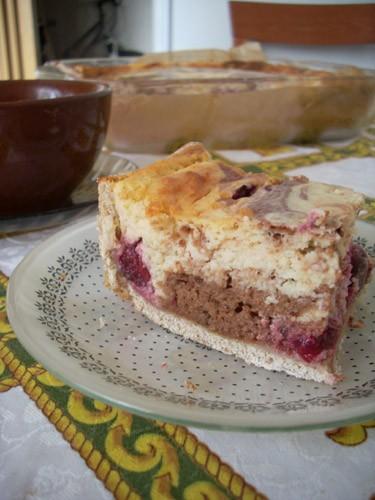 было у меня много прокисшего творога и ещё больше вишни, испекла Творожной пирог с вишней из журнал... - 2