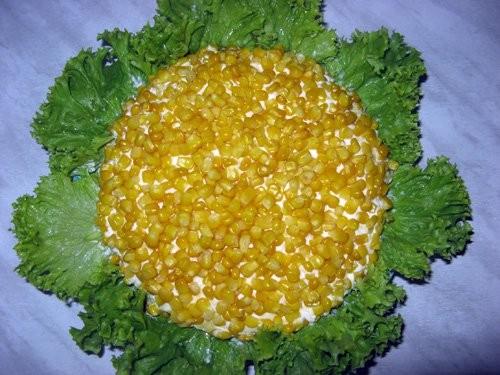 Украшение салата кукурузой