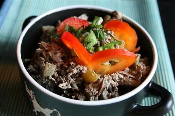 а этот салат из забытого старого-на форуме точно есть рецепт салат печеночный с солеными огурцами г...