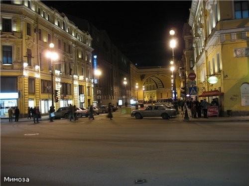Арка Главного штаба - сворачиваем на Дворцовую площадь Крайний правый дом полностью И вот уже видна...