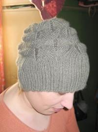 Стильная шапочка (вязание спицами) Идею шапочки я нашла в инете, к фото шапки прилагалось только схема основного узора...