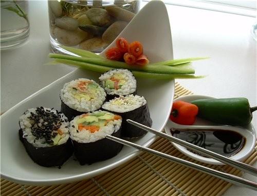 Суши(три варианта) Сэнгвичи с салатом Айсберг и яичнo креветочным Дипом