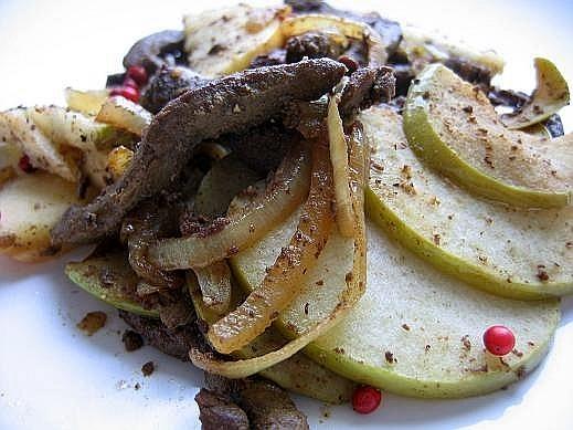 Говяжья печень с яблоками от Tet с кукинга,слова автора На 6 порций: 6 кусков говяжьей (а лучше тел...