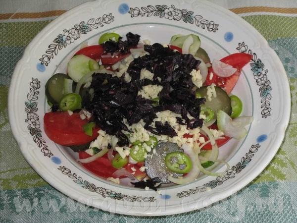 Салат по- шопски На 2 порции: 1 большой помидор, 1 свежий огурец, 1 малосольный огурец, 1 луковица,...