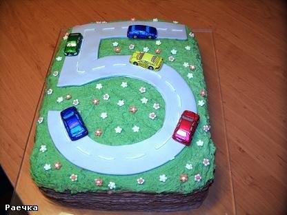 а вот мои тортики ко дню рождения сынули: Для детского сада и для дома