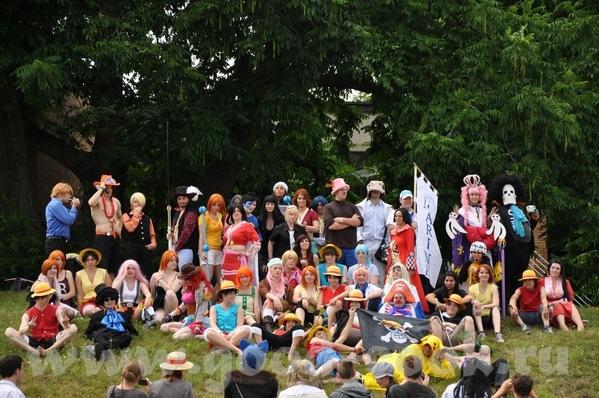 и были даже со своими детками Там было много чего интересного и много народу в костюмах всяких - 6