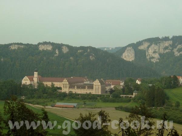 а вот и сам монастырь, фотографировала я сама, а вот фотоаппарат был не мой, у нас на то время не б...