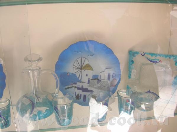 А еще вот такеи разрисованные поделки- тарелки, стаканы, рамки для фоток
