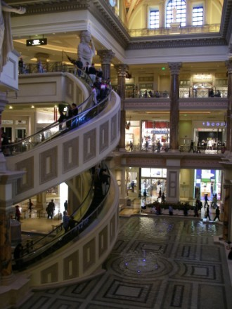 Один из самых красивых отелей в Вегасе, на мой взгляд, безусовно Ceasar palace Он протягивается на... - 8