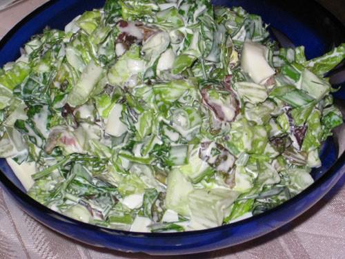 Салат с 2 видами зеленого салата Салат из редьки и жаренного лука