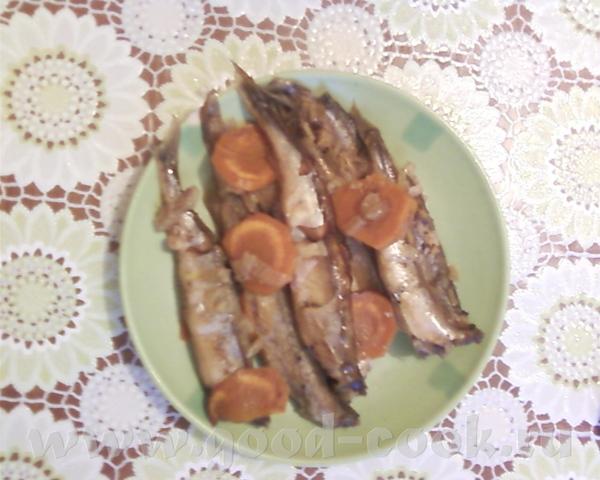 Вчера готовила себе на ужин тушеную мойву, морковочка естественно для красоты Извините за качество...