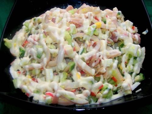 """На ужин мы вчера покушали легко: салатиком Супчик """"Харчо""""-легкий: И кексик (честно даже не знаю чей..."""