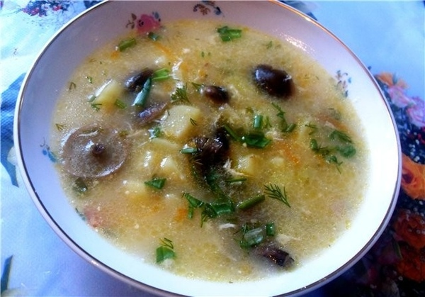 Суп крем с грибами картофель грибы (у меня опята ) сырок Российский яйцо лук морковь Лук мелко накр...