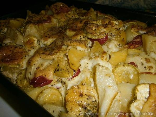 А у нас сегодня запечёная в духовке картошечка с кабачками, помидорами и мясом
